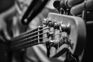 E-Bass mit 5 Saiten